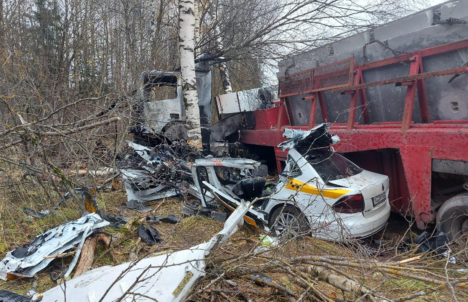 Шансов выжить практически не было: опубликованы фото с места жуткого ДТП на М9 в Тверской области - новости Афанасий