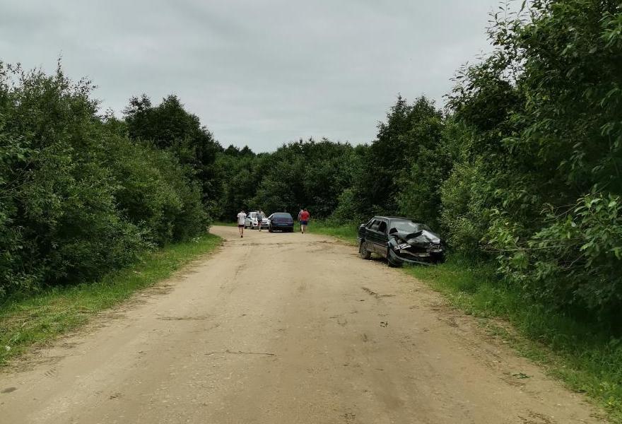 В Тверской области столкнулись две легковушки: один из водителей был пьян, другой сбежал с места ДТП