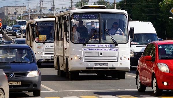 Администрация Твери снова ищет перевозчиков, которые сделают оплату проезда в маршрутках по карте