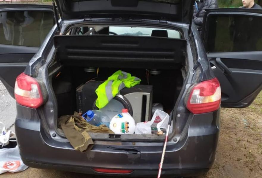 На дороге в Тверской области сотрудники ДПС и полиции остановили автомобиль с партией наркотиков
