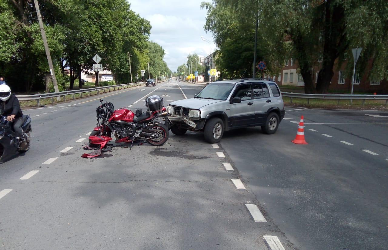 Мотоциклиста госпитализировали после ДТП в Тверской области
