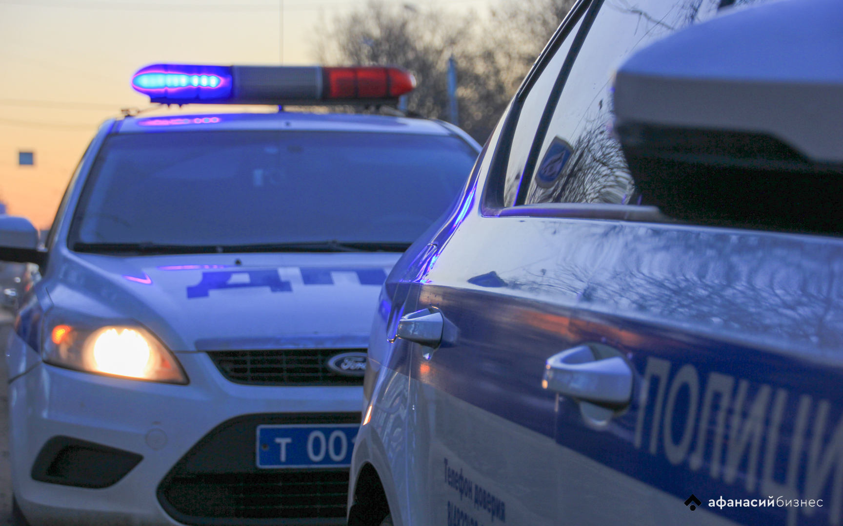 Два человека получили травмы в перевернувшейся в Тверской области легковушке