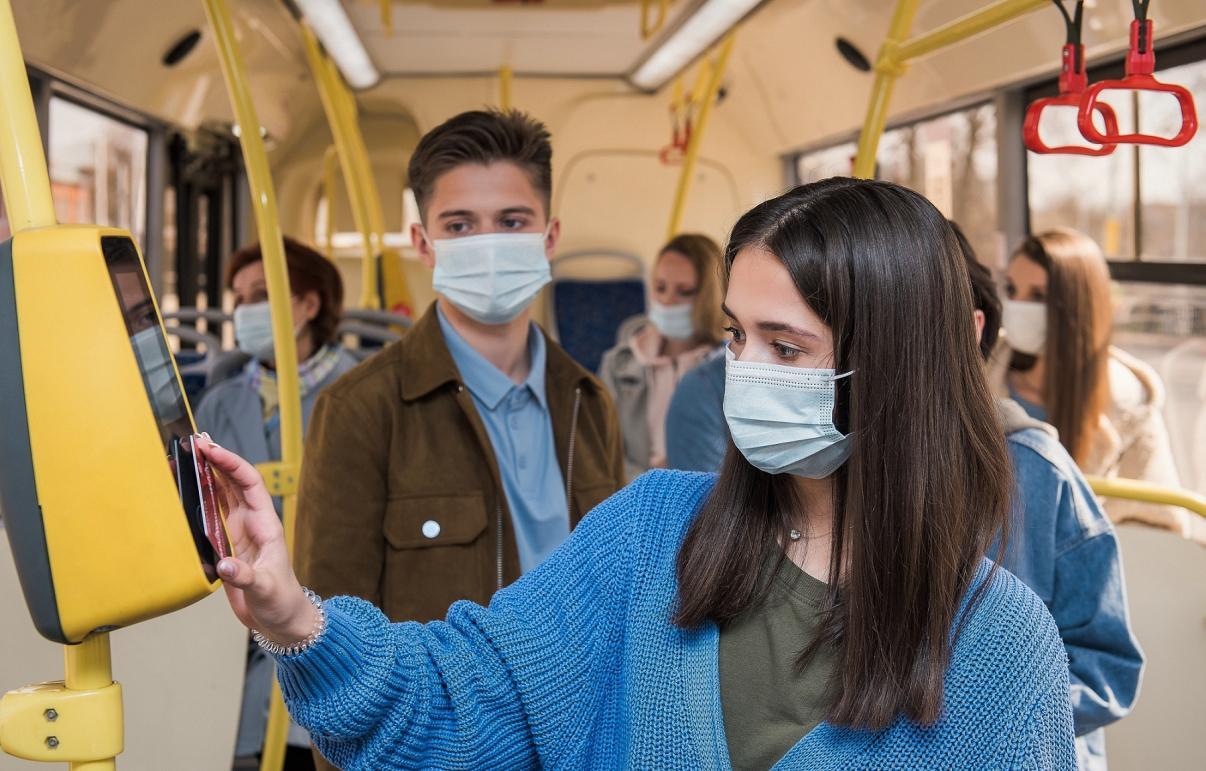 Более 2 тысяч защитных масок раздадут в автобусах Твери и Калининского района