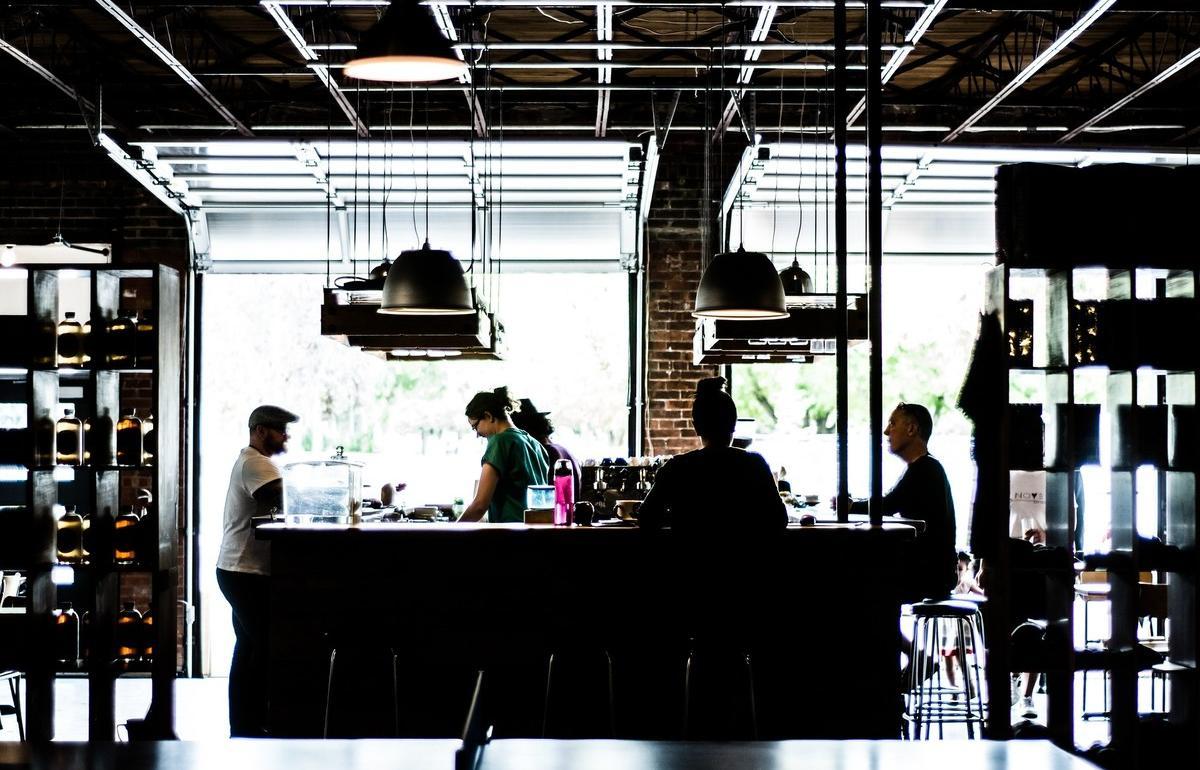 Кафе в Тверской области трудоустроило 10 подростков на 11-часовой рабочий день - новости Афанасий