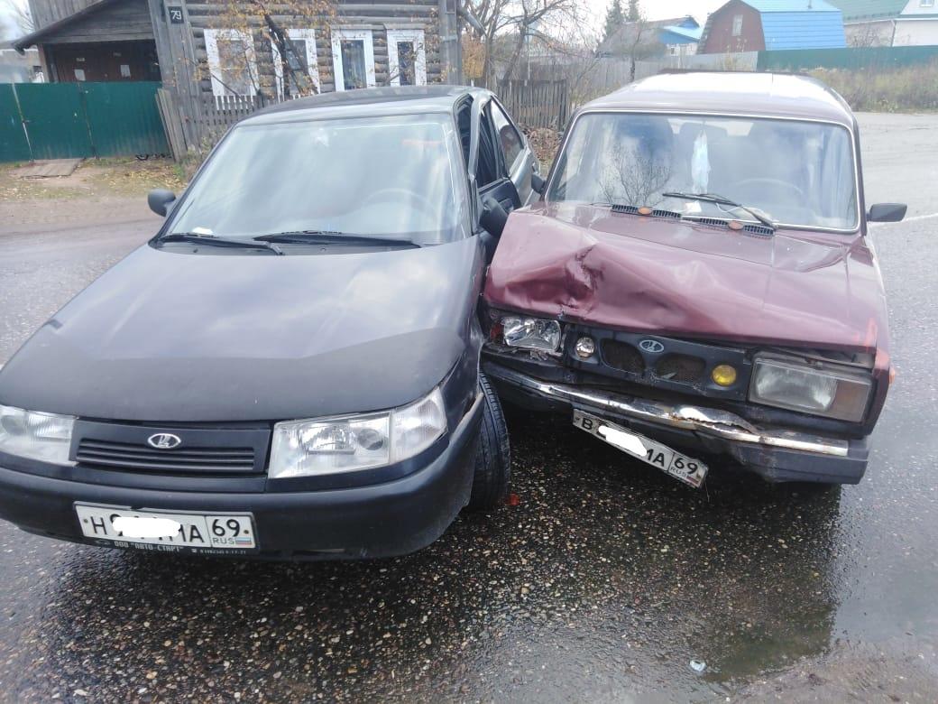 В Тверской области пожилой водитель получил травмы в спровоцированном им ДТП - новости Афанасий