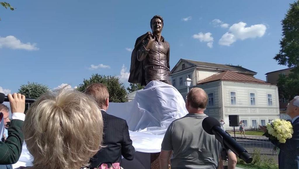 На открытие памятника Андрею Дементьеву в Тверь приехали Лев Лещенко и Ангелина Вовк - новости Афанасий