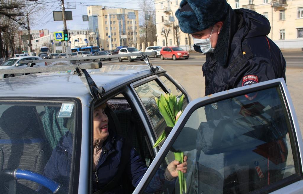 «Авторадио Тверь» и УГИБДД по Тверской области поздравили женщин-водителей - новости Афанасий