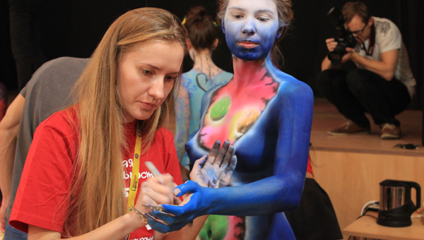 «Путешествие по млечному пути» увидели зрители фестиваля боди-арта в Твери / фото