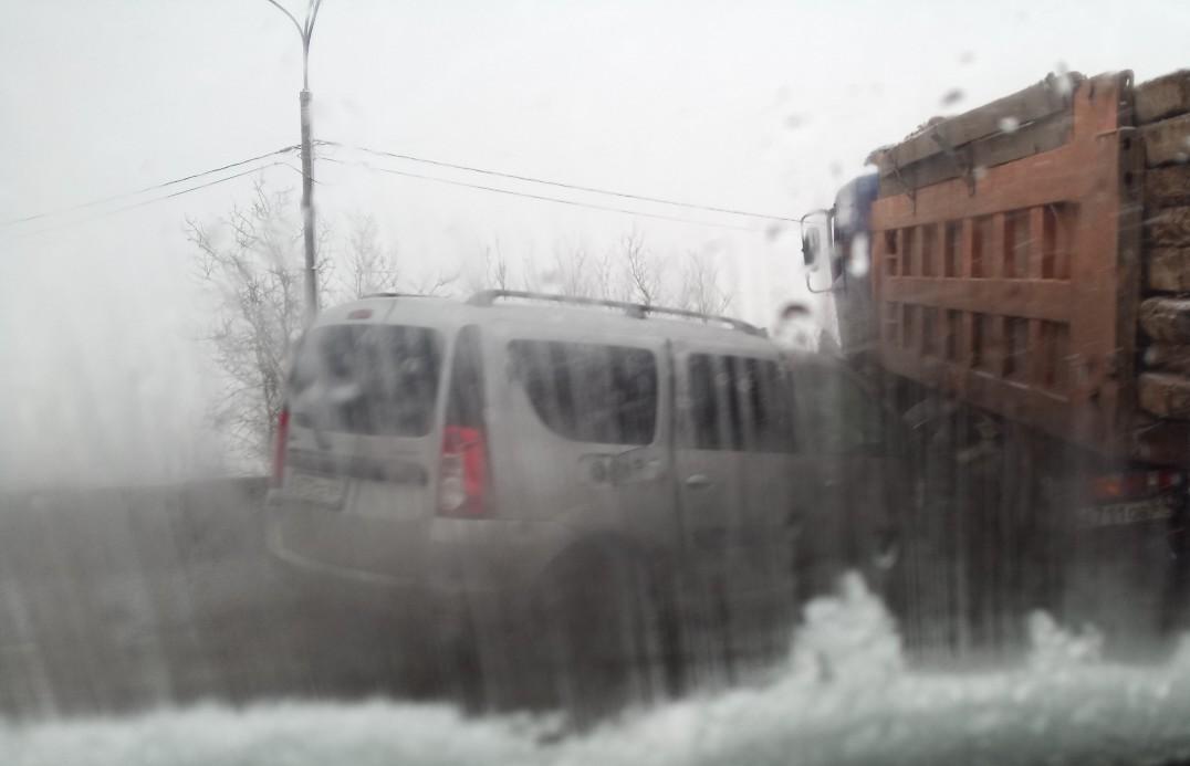 Оба водителя получили травмы в ДТП с самосвалом и Ладой под Тверью - новости Афанасий