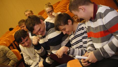 Восьмиклассники одной из школ Твери организовали курсы компьютерной грамотности для пенсионеров