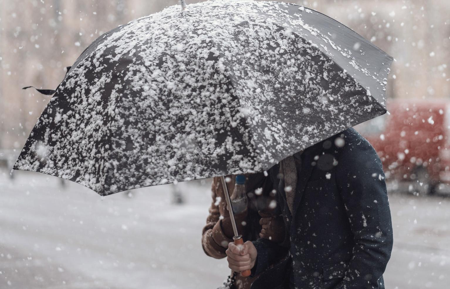 Цветной снег выпал в Иркутской области