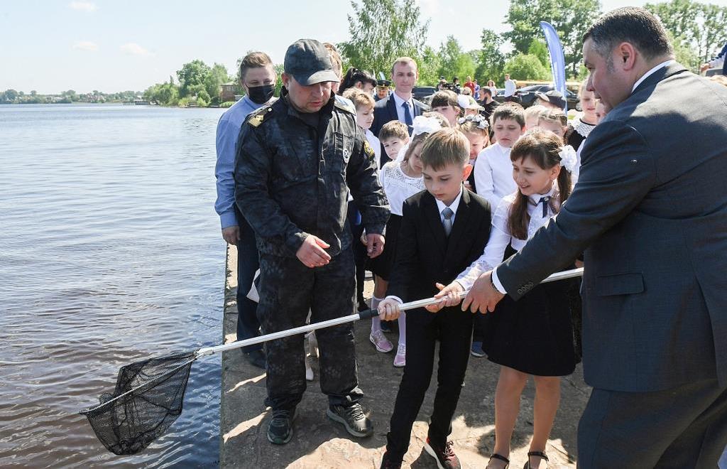 Игорь Руденя в Калязинском районе принял участие в зарыблении  Волги - новости Афанасий