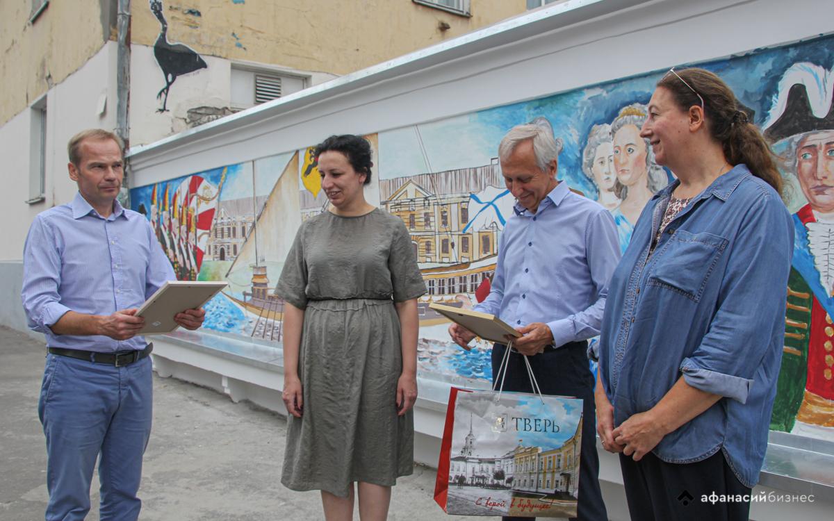 Авторы нового граффити в центре Твери получили благодарности от Общественной палаты города - новости Афанасий