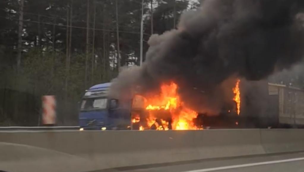 На трассе М-10 в Тверской области горела фура - новости Афанасий