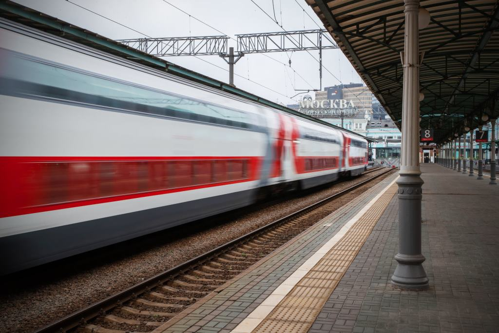 В первый рейс отправился созданный в Твери скоростной двухэтажный поезд Москва — Смоленск