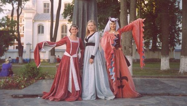 Жителей Твери приглашают на занятия по средневековым танцам и рисованию