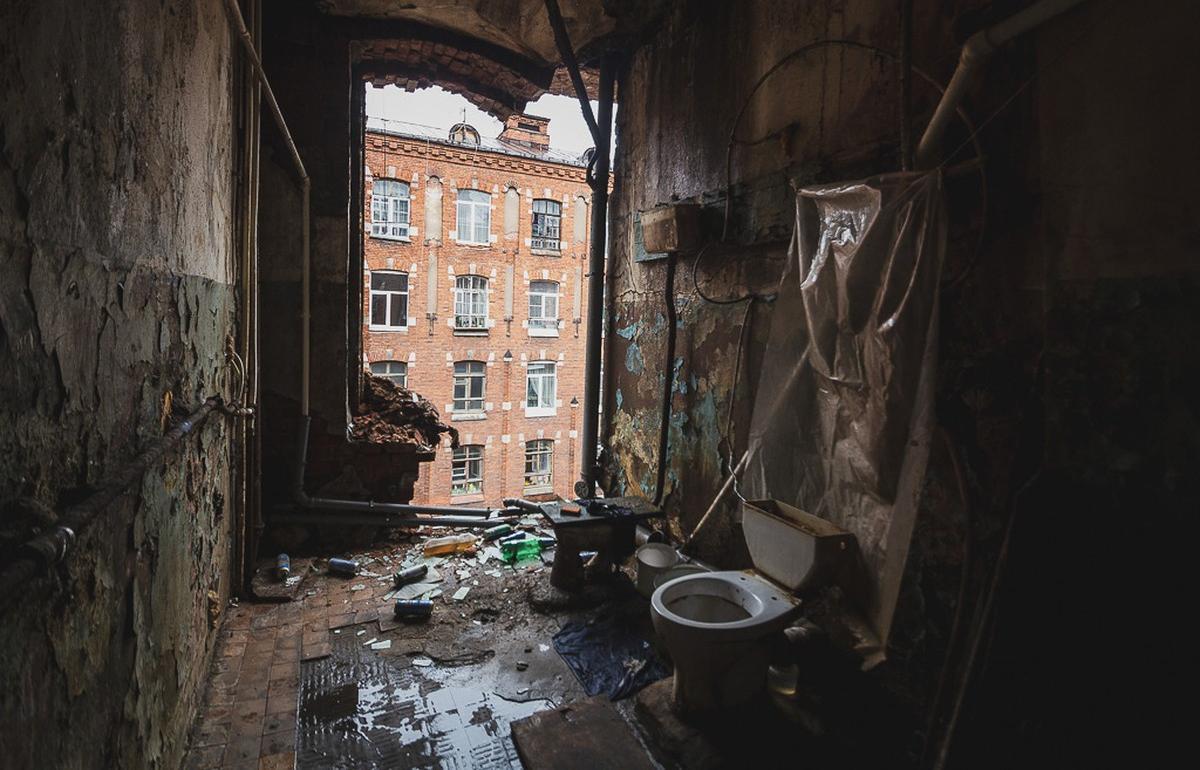 Организация заплатит крупный штраф за срыв сроков подготовки документации для ремонта казармы Берга в Твери
