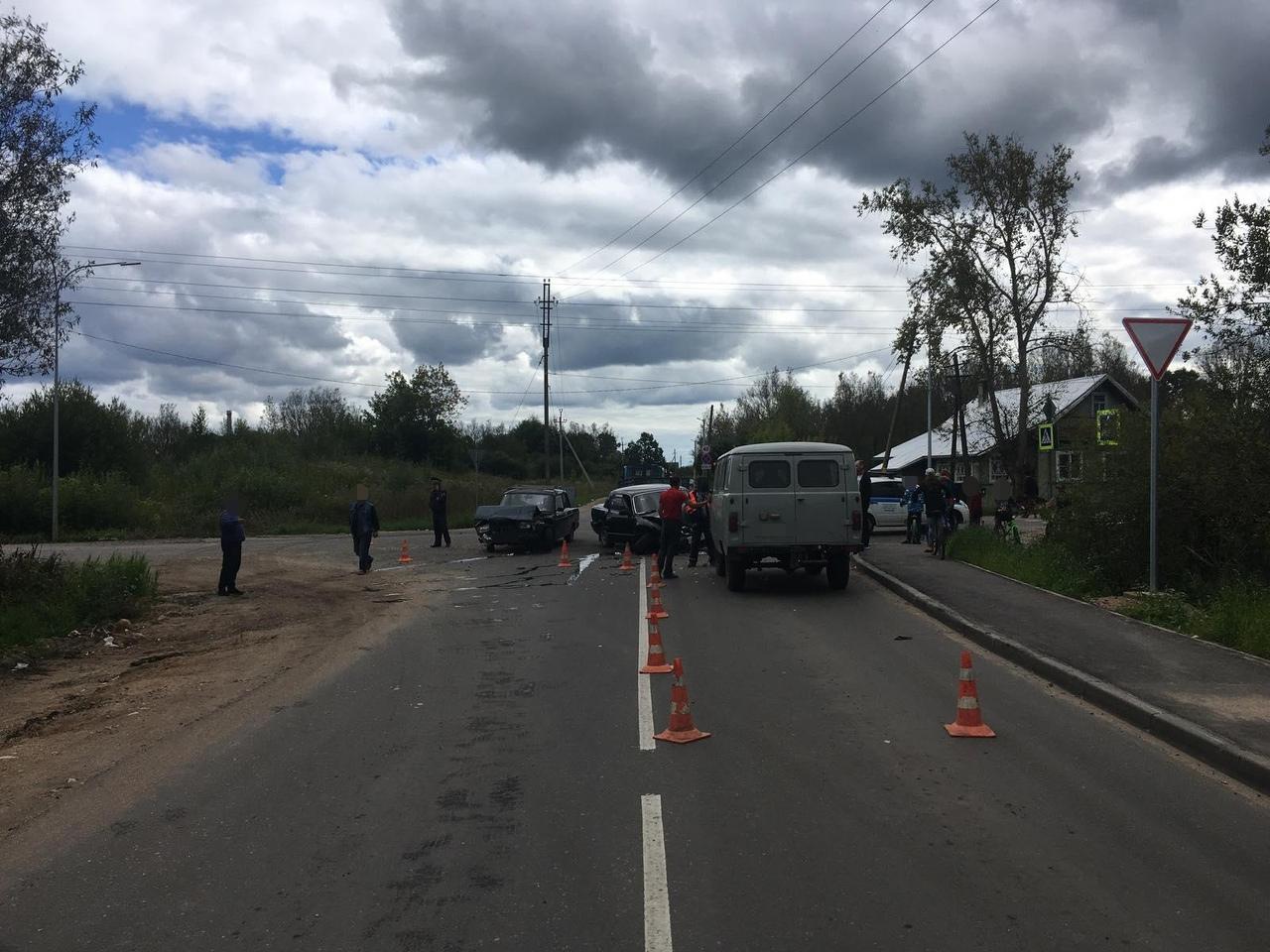 ВАЗ, ГАЗ и УАЗ столкнулись в Тверской области, пострадала женщина - новости Афанасий