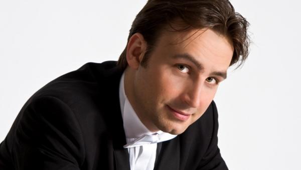 На «музыкальной осени в Твери» Владислав Косарев споет романсы в программе ««Не уходи, побудь со мною…»