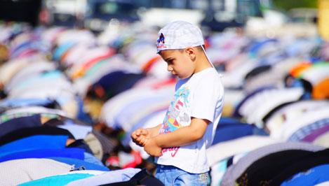 Более пяти тысяч мусульман отметили Ураза-Байрам в Твери / фоторепортаж