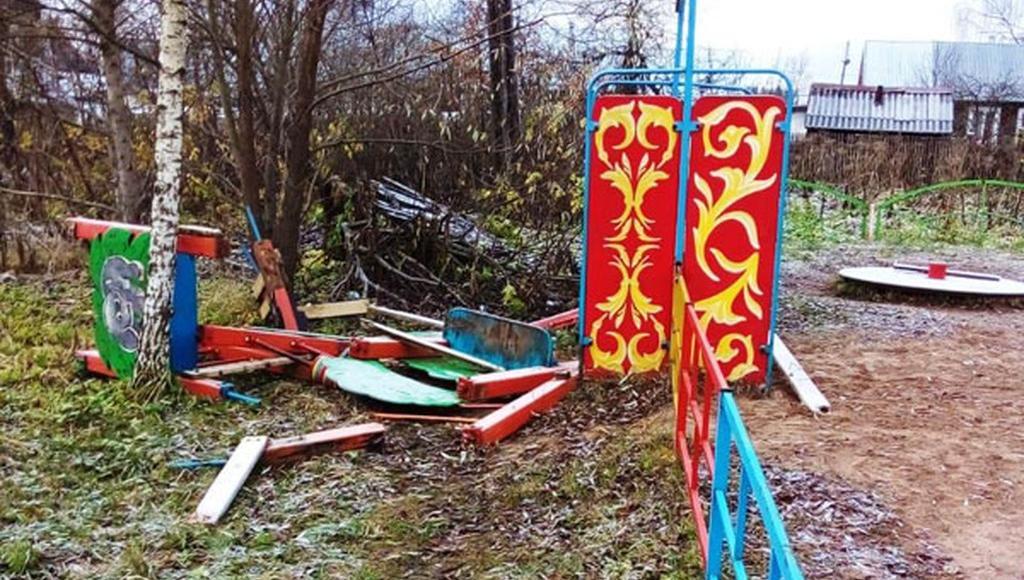 В Бологое Тверской области вандалы ломают детские площадки - новости Афанасий