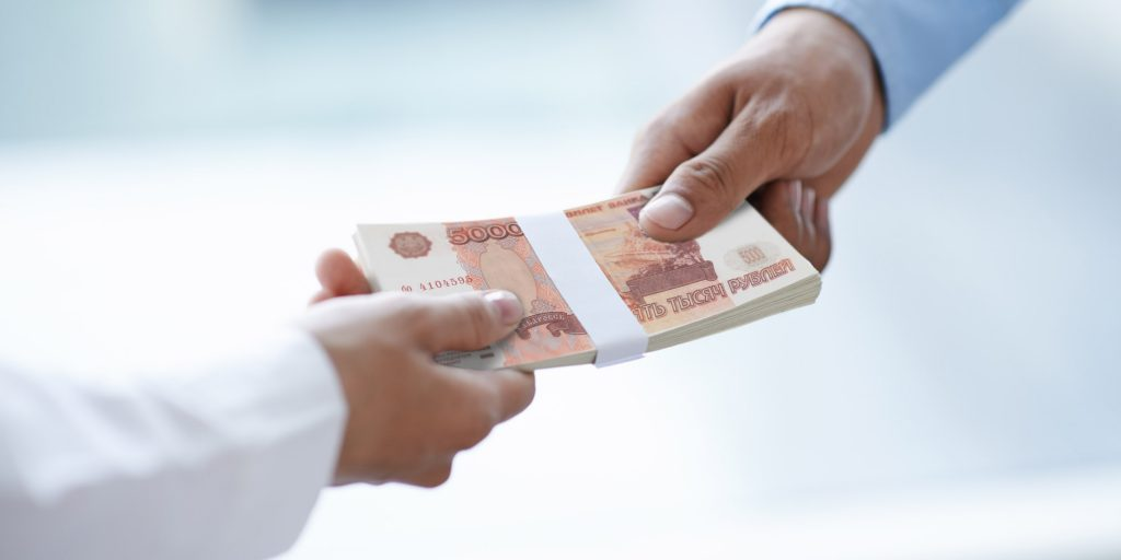 Малоимущим россиянам дадут денег на одежду и товары для детей - новости Афанасий