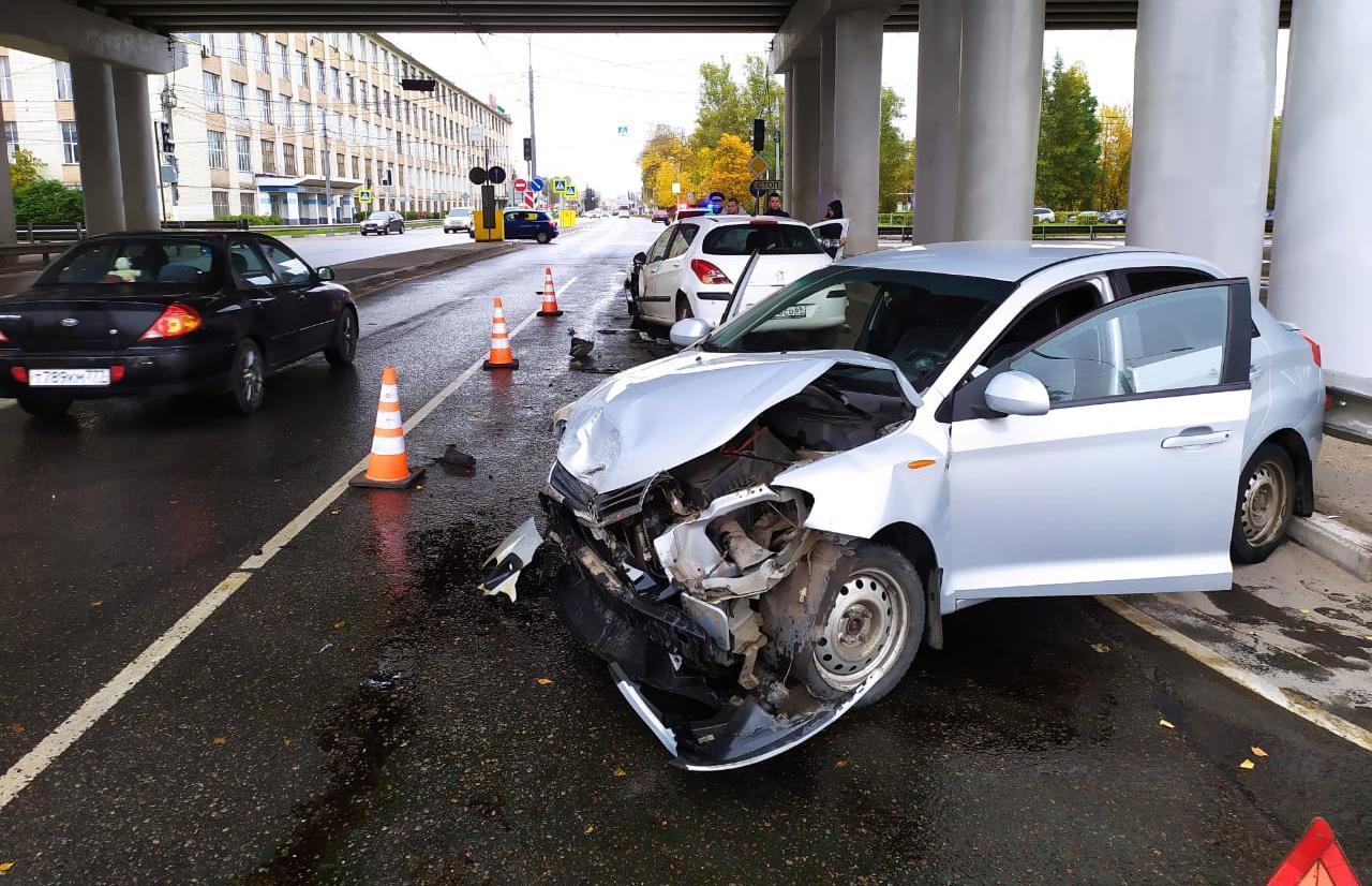 В Твери два человека пострадали в ДТП на перекрестке с неработающим светофором - новости Афанасий