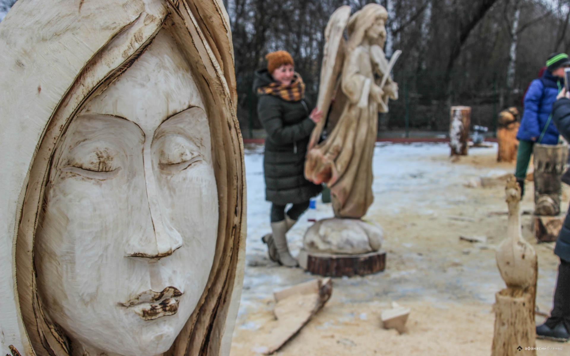 Вторая жизнь бревна: в Кимрском районе соревновались лучшие резчики по дереву