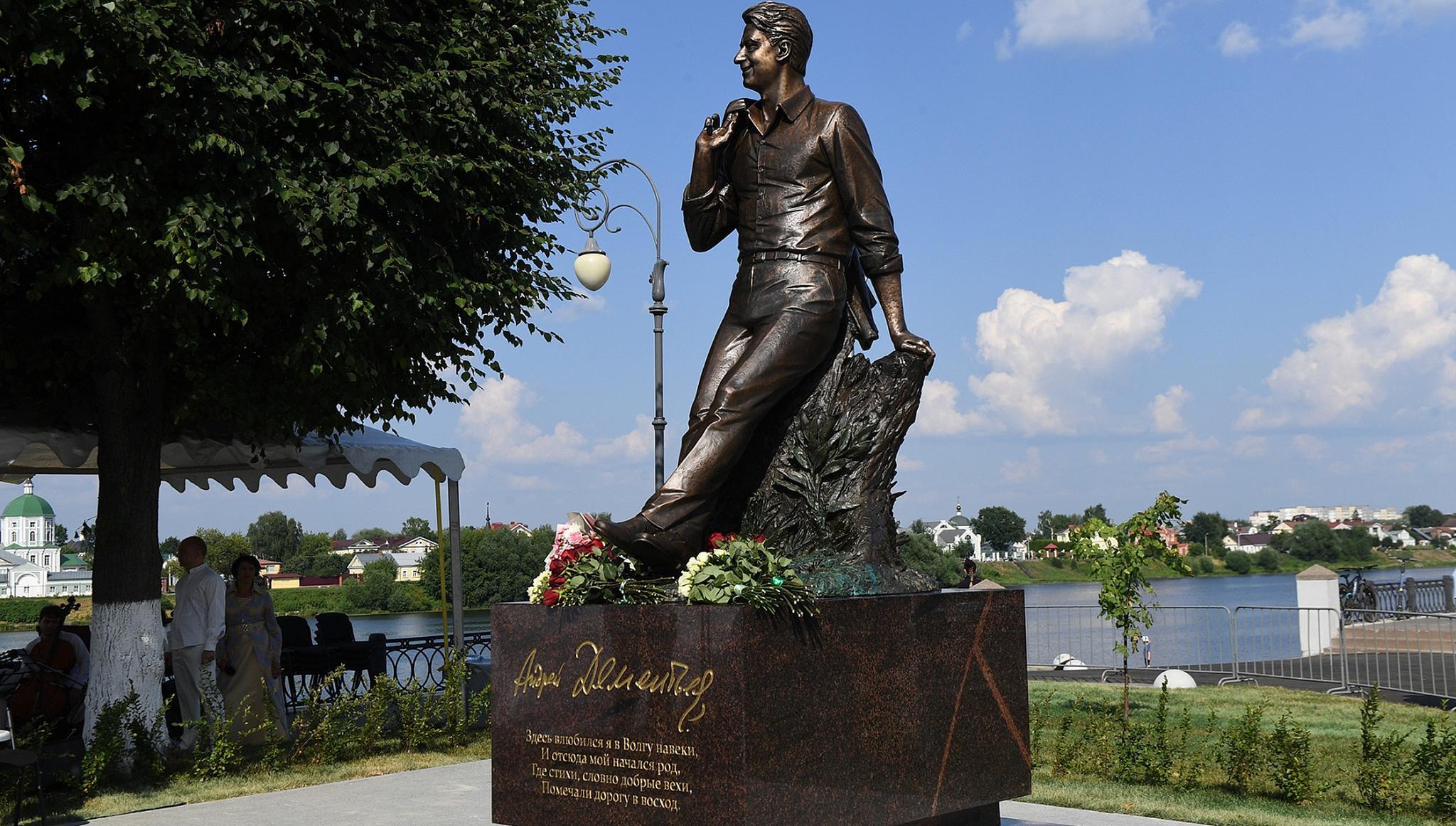 Путин направил приветствие участникам церемонии открытия памятника Андрею Дементьеву в Твери - новости Афанасий