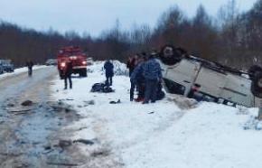 Одиннадцать человек пострадали в ДТП с микроавтобусом в Тверской области