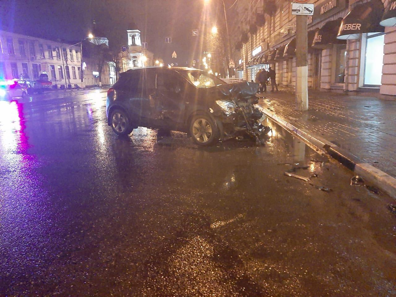 Три человека получили травмы в ДТП в центре Твери - новости Афанасий