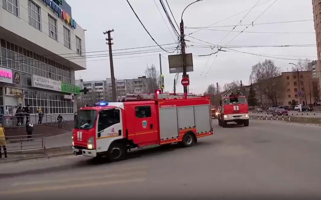 В Твери отделения нескольких пожарных частей выезжали к ТЦ «Иртыш» - новости Афанасий