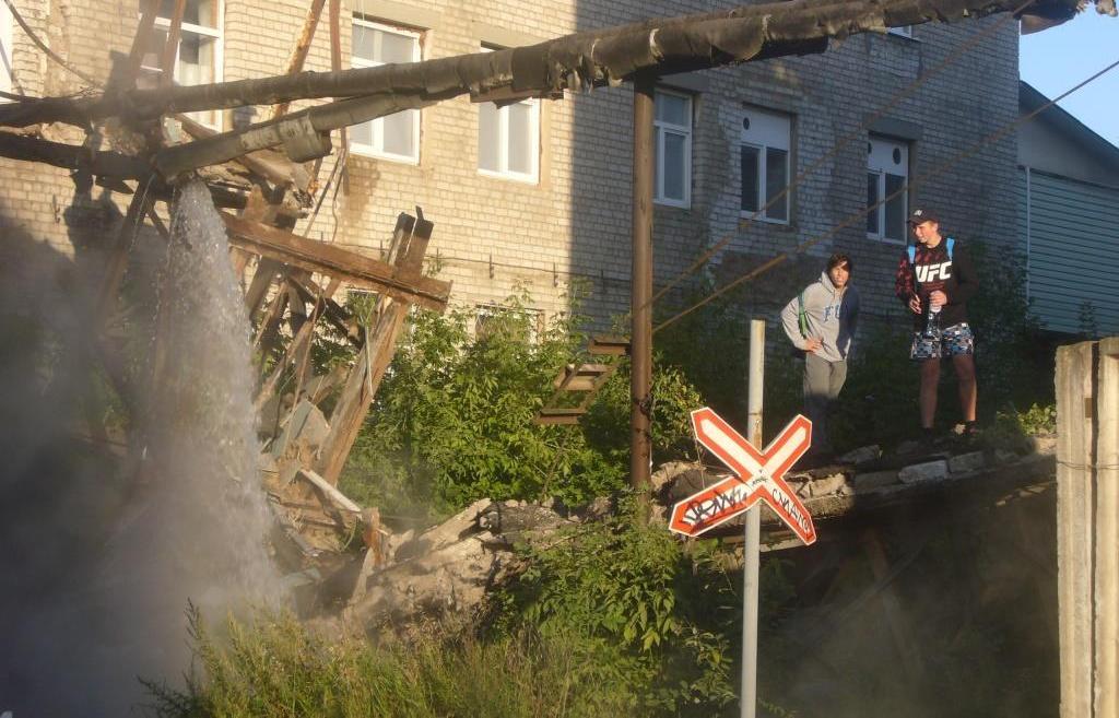 В Твери обрушился технический переход между зданиями и прорвало трубу с кипятком - новости Афанасий