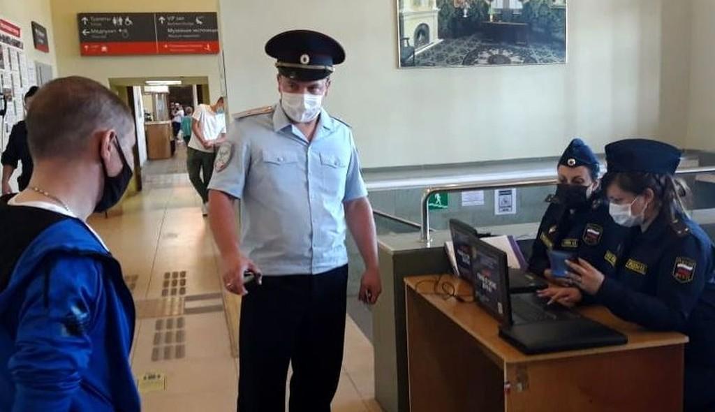 В Твери судебные приставы и полицейские искали должников на железнодорожном вокзале - новости Афанасий