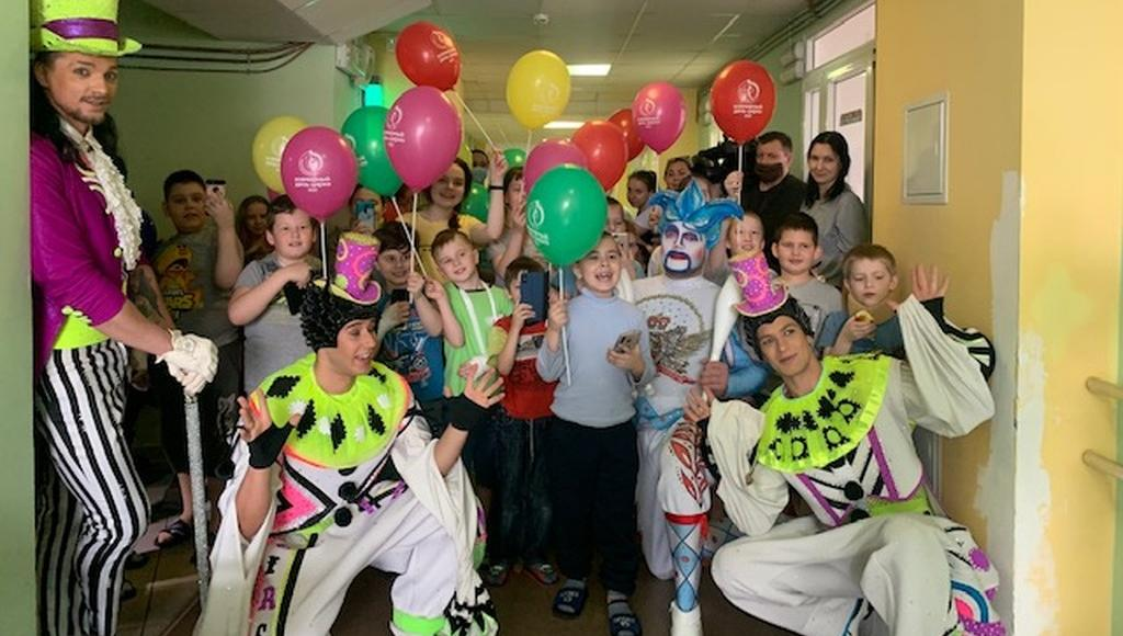 Артисты «Королевского цирка Гии Эрадзе» побывали в гостях у маленьких пациентов детской областной больницы в Твери - новости Афанасий
