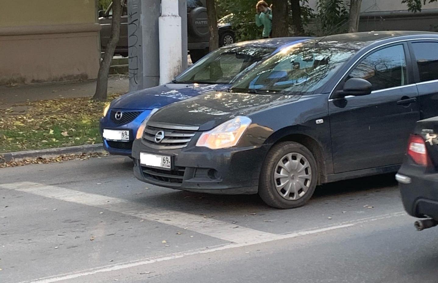 В Твери неадекватный водитель оставил машину на дороге и ушел - новости Афанасий