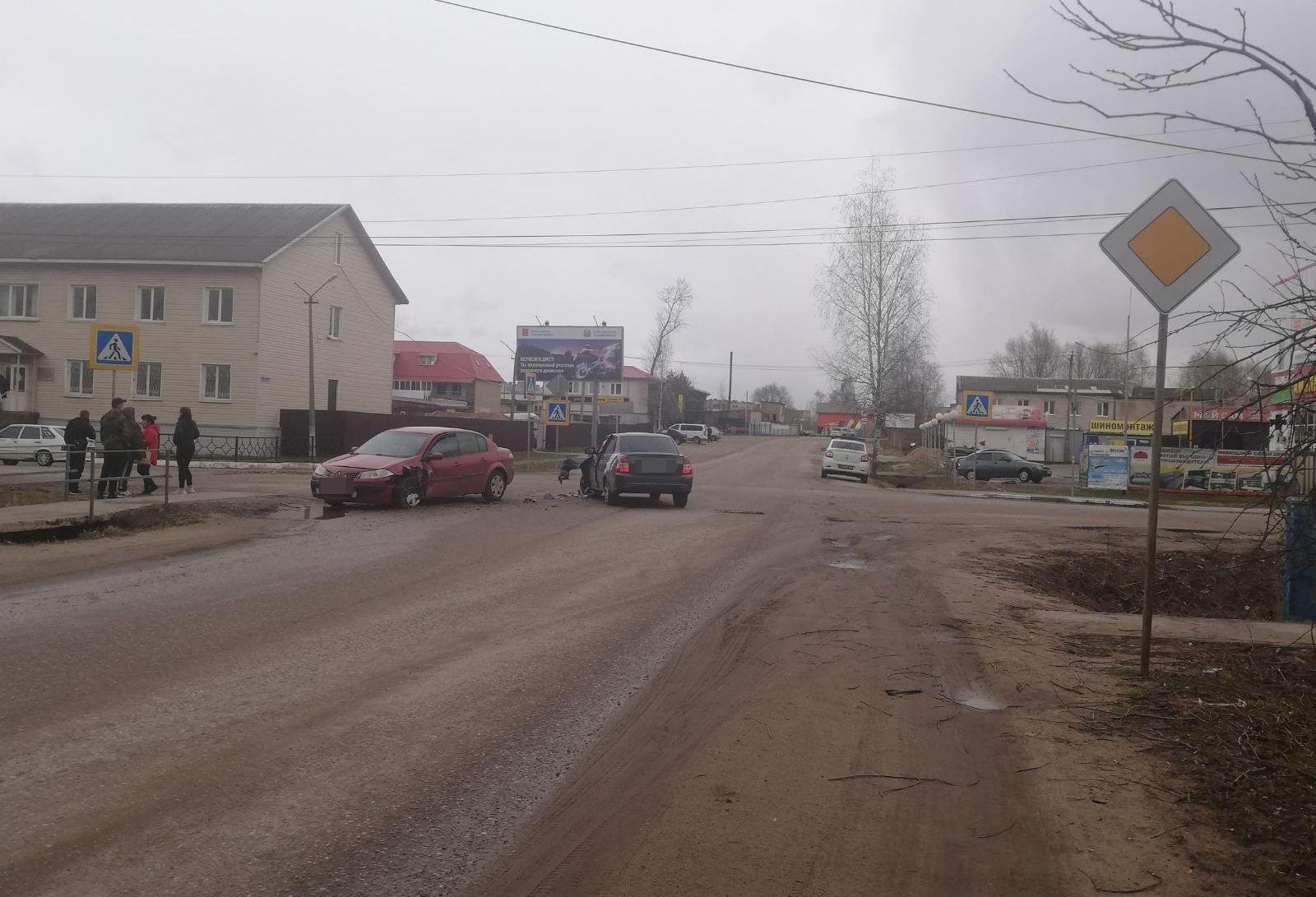 В Тверской области 20-летний водитель «Лады» спровоцировал ДТП с пострадавшим