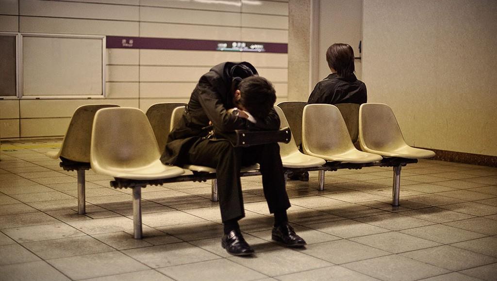 Заснувший на вокзале в Твери пассажир лишился телефона - новости Афанасий
