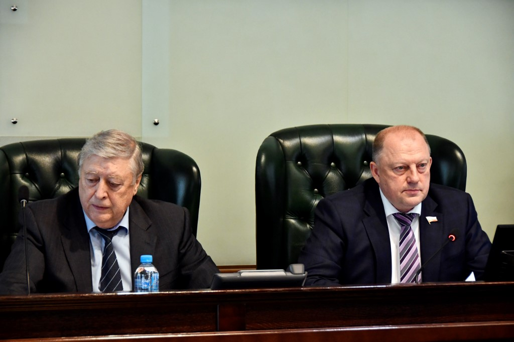 Тверской парламент внес изменения в бюджет и ряд региональных законов