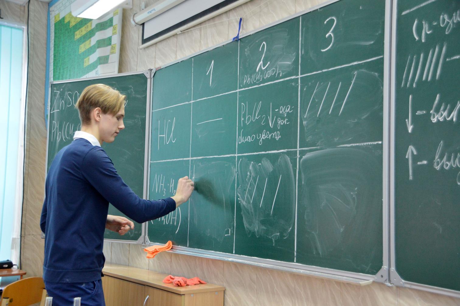 В Твери школьникам раздали премии за успехи в учебе