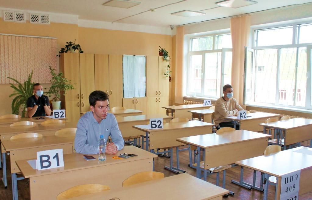 3 июля выпускники Твери сдавали ЕГЭ по информатике, географии и литературе - новости Афанасий