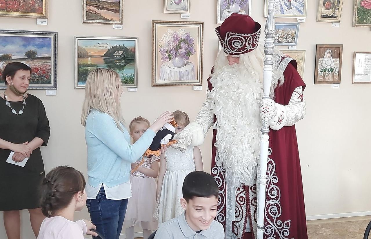 Робокота из Политеха презентовали Деду Морозу из Великого Устюга - новости Афанасий