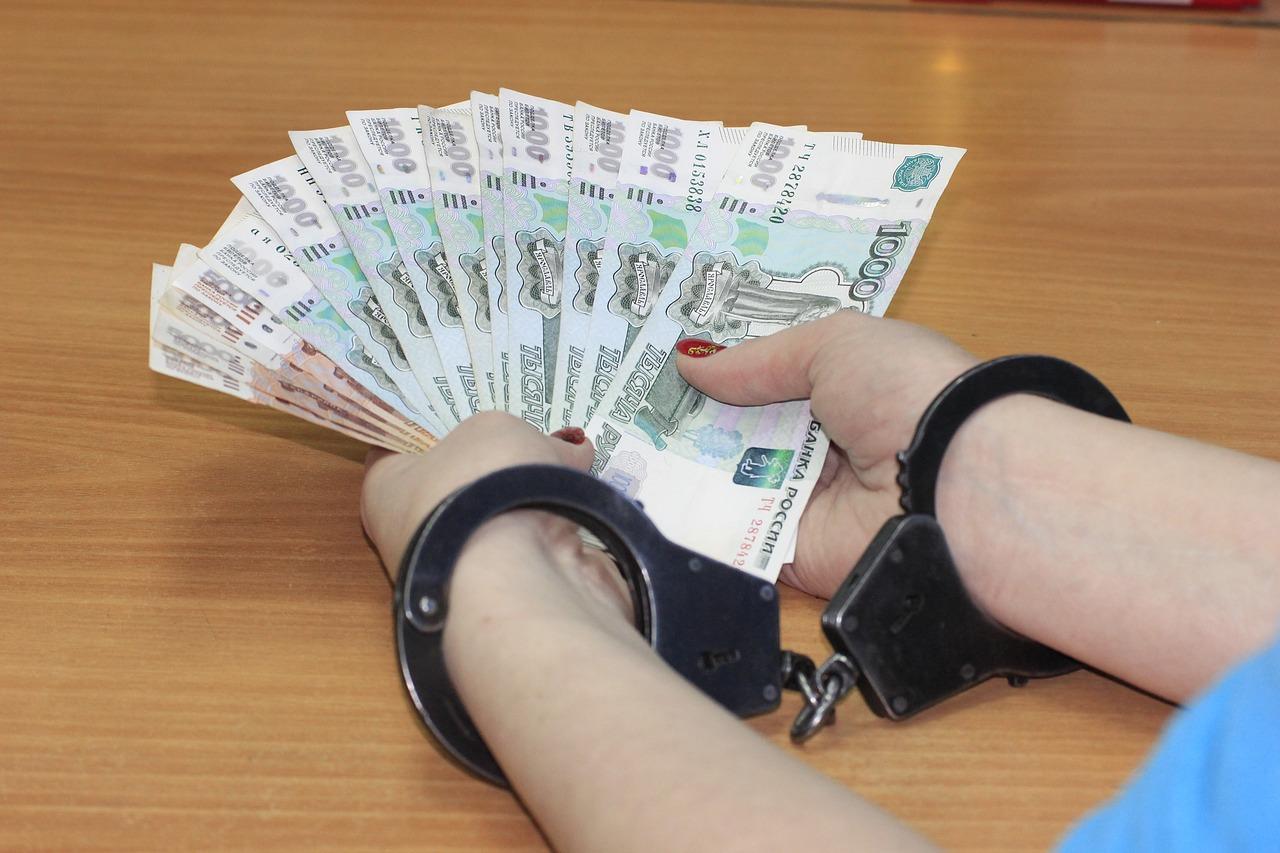 Сотрудник колонии продавал телефоны заключенным и теперь заплатит миллион рублей - новости Афанасий