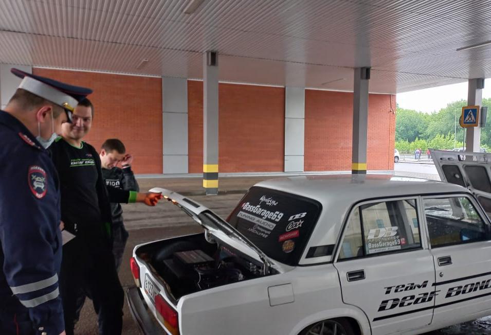 В Твери автоинспекторы проверяли любителей громкого автозвука и тюнинга