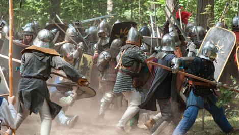 Более тысячи ролевиков сражались с монстрами и искали клады в ходе полевой игры «Ведьмак», прошедшей в Тверской области / фото