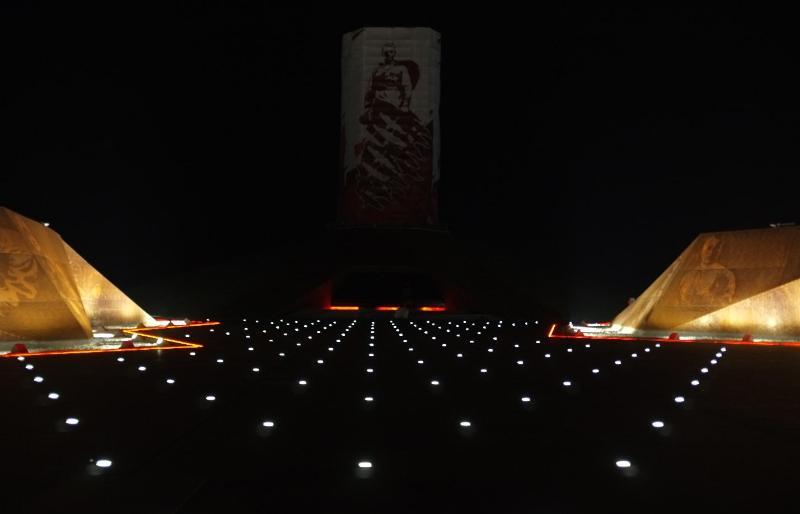 Ржевский мемориал сфотографировали с ночной подсветкой