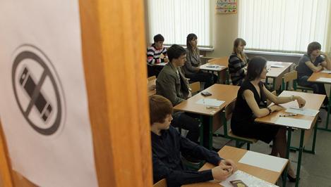 """В школах Твери на время ЕГЭ установили видеокамеры и """"заглушки"""" для мобильных телефонов"""