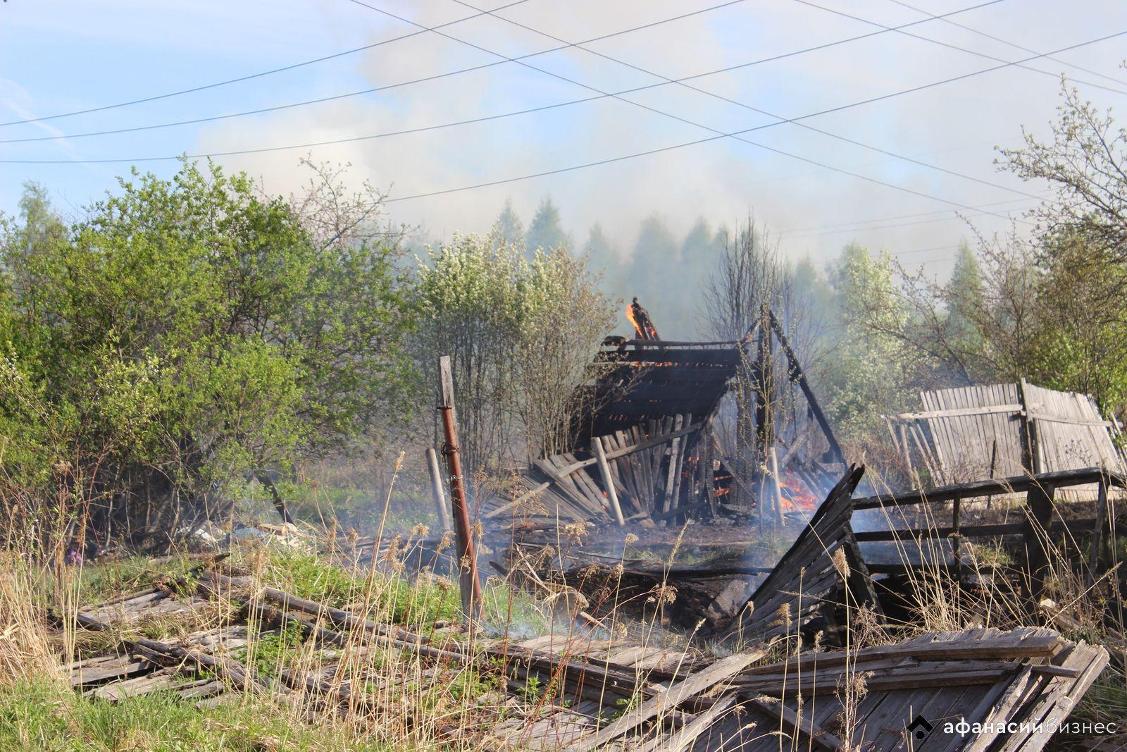Четыре дома сгорели в результате пожара в деревне Тверской области - новости Афанасий