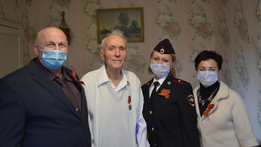Тверские полицейские поздравили с Днем Победы ветеранов