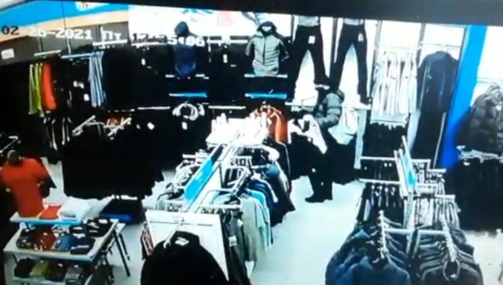 Петербуржец попался на краже одежды из спортивного магазина в Твери